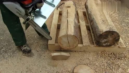国外牛人用油锯锯木头,声音听起来真舒服!