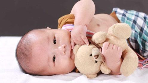 """宝宝越早做这个""""小动作"""",说明小脑瓜发育得越好,宝妈偷着乐吧"""