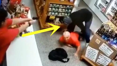 """男子抢劫商店,没想到老板娘如此果断,当场被""""反杀""""!"""