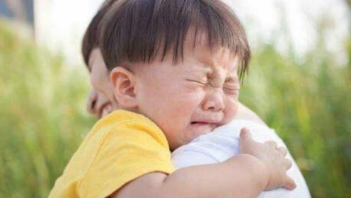 孩子跌倒后,为啥越哄哭得越凶?父母可能需要反思一下自己的言行