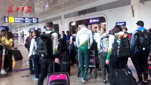 大批到达,巴西、荷兰、立陶宛、希腊代表团先后抵达天河机场