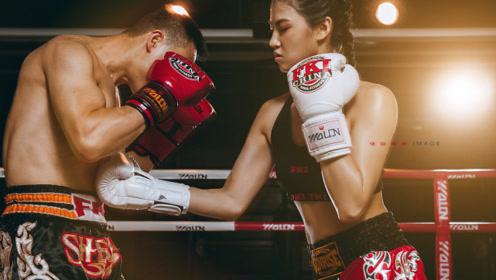 女拳击手轻松KO成年男子,练没练过,一看便知!