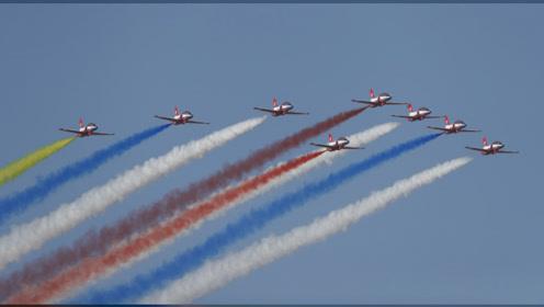 美!人民空军多个表演队亮相长春,展示精彩飞行表演