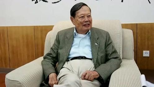 97岁的杨振宁,比娇妻翁帆大54岁,看他怎样称呼75岁的岳父