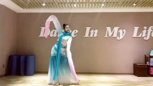 这才是真正的实力舞者,把古风《半壶纱》跳的太美了!