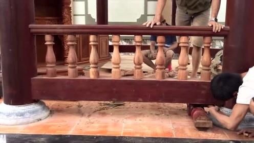 日本高级木匠制作凉亭围栏,细节之处无人能及!