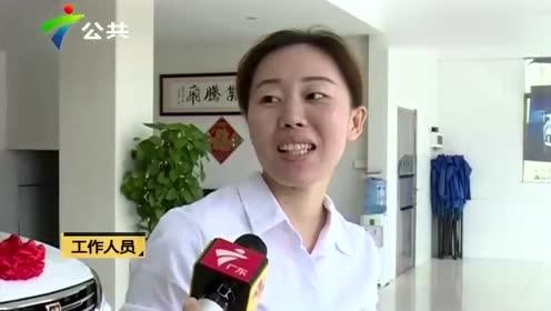 中山:无人驾驶 小车竟然倒后掉入河中