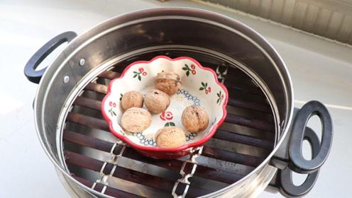 抓紧把核桃放锅上蒸一蒸,神奇用途一年能省很多钱,后悔知道的晚了