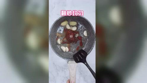 鲜虾的家常做法,配菜简单,光看做法就特别香,一顿多吃2碗饭