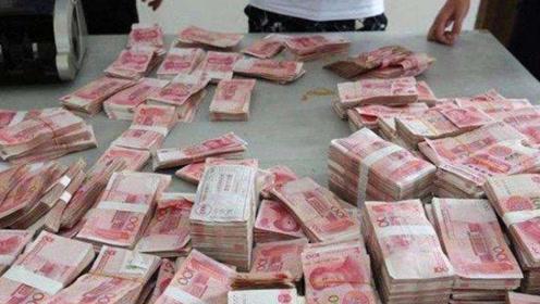 越南出现怪异现象,大街上摆了大量人民币,这到底是怎么回事?