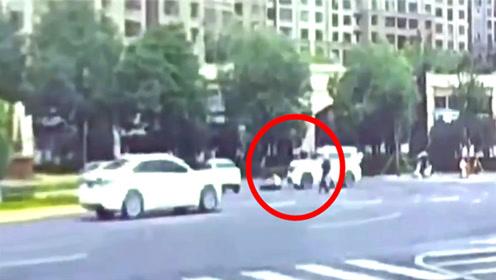 陕西22岁辅警牺牲瞬间曝光!目击者:为拦快车被撞拖行
