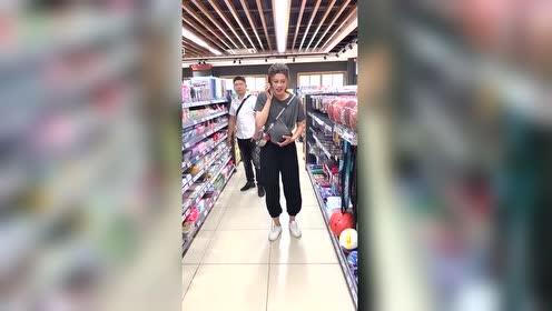 遇见一个偷皮球的女人!