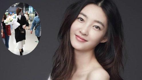 王丽坤被曝领证结婚后首现身,手上戒指抢镜