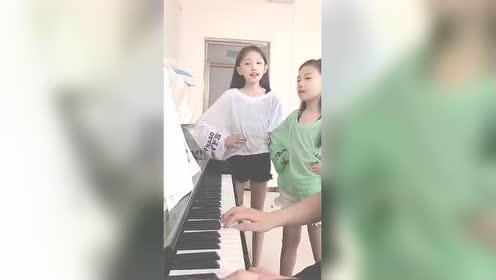 宋小睿和二美丽日常发声!姐妹俩唱《摘星星》!被二美丽吸粉了!
