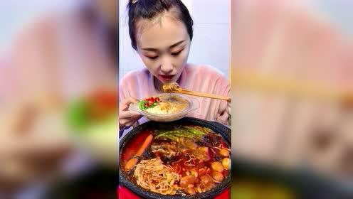 美食吃播:火锅配麻酱
