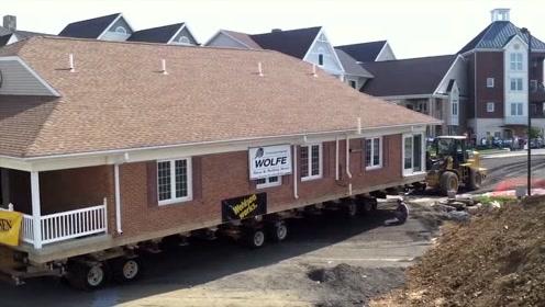 整套房子一起搬运,网友:这得花不少搬家费吧