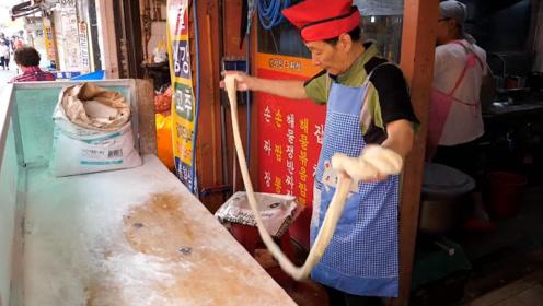 看看韩国人怎么做炸酱面?看上去还不错