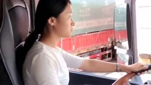 货车女司机,这方向盘打的真溜,一点不输于男人的技术!