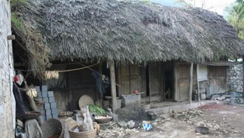 中国最牛的茅草屋,主人都不在了,开发商想拆却不敢拆