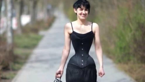 """女子追求完美身材,3年未脱""""塑身衣"""",腰围仅40cm,网友:真的美吗?"""