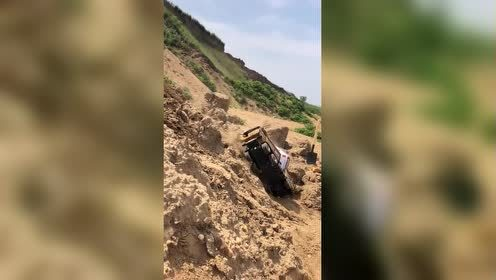 大货车掉入悬崖!一个家庭!就这么毁了