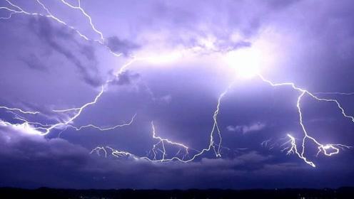 一分钟带你看看世界闪电最频繁小镇 每天都有每小时高达上千次