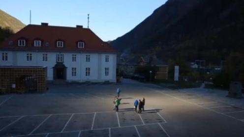 镜子等于太阳?挪威奇特山谷小镇,依靠镜子来获得阳光