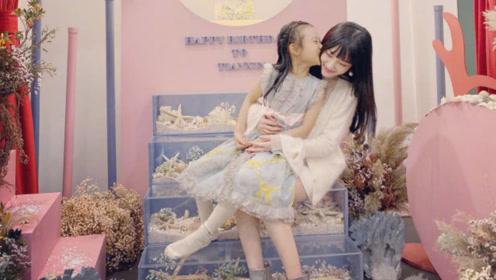 李小璐发文为甜馨庆生,晒母女亲吻照温馨幸福,和贾乃亮无互动