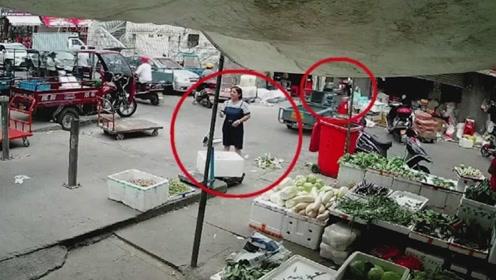 卖菜大姐被站的地方太巧了,不看监控都不敢相信这一切
