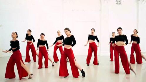 """slay全场!战斗民族女性号称""""野玫瑰"""",她们的舞姿总是这么狂野"""