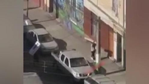 智利一劫匪把抢来的电视放进顺风车 下一秒发生的事让他傻眼了