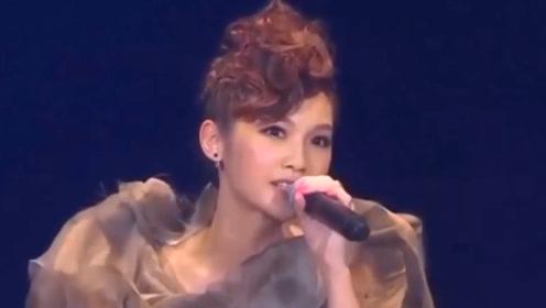 杨丞琳现场完美演绎周杰伦《搁浅》,耳朵都怀孕了,打动全场观众