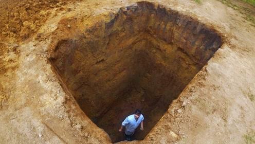 老外不小心掉进4米深坑,尝试各种办法出来,最后一位才是大神!