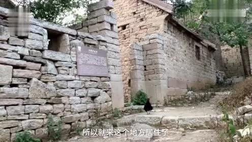悬崖上的四百年古村子:祖先为躲水患而建 最窄巷子只容一人通过