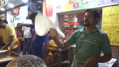 被饼摊耽误的高手,神奇的印度飞饼,现在没手绝活摊都没的摆了