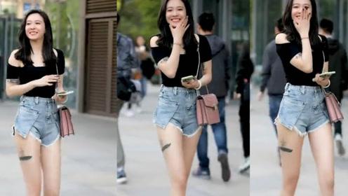 黑色的短袖配蓝色的牛仔短裤,经典时尚,展现小姐姐迷人独特的气息!