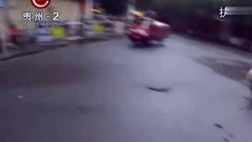 两车相撞的交通事故发生,过十字路口不减速,越野车转了90度!
