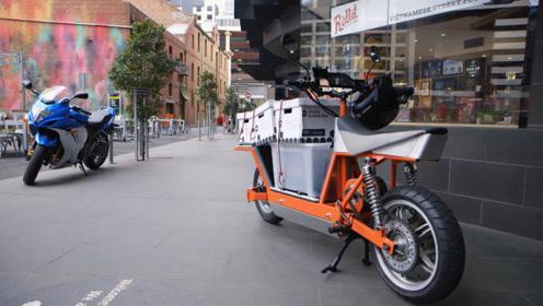 """小伙发明的""""倒骑""""摩托,能装300斤的重物,给外卖小哥用正好!"""