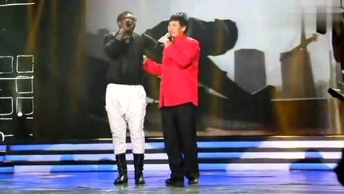 大衣哥朱之文和黑人朋友合唱歌曲,黑人小哥唱中文比大衣哥都清楚!