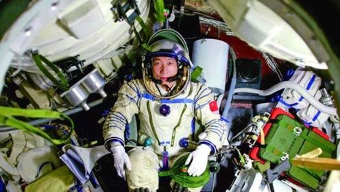 杨利伟上太空带枪,难道真的有外星人存在?历史的教训令人后怕