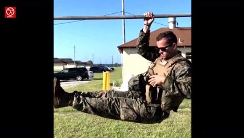 真正的健身狂人!国外肌肉猛男只用中指就能做引体向上