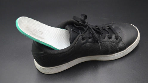 走路时鞋垫总是往外跑?试试这个小技巧,让鞋垫固定纹丝不动