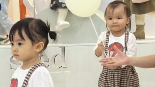 熊黛林带女儿逛街,双胞胎变大只好呆萌,辣妈夸奖女儿表情好抢镜