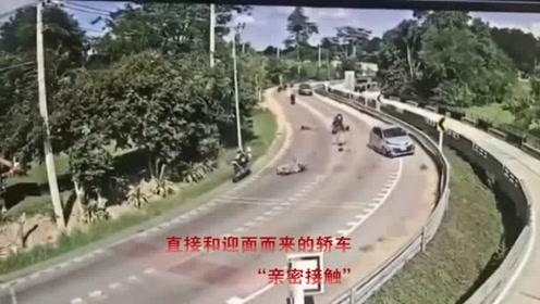 男子骑摩托车狂飙超车,弯道都不带减速,5秒后得到教训了吧!