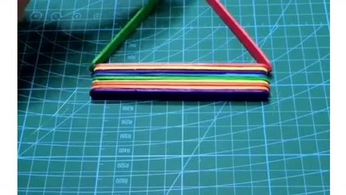 教你用冰棒棍做一个手机支架,美观又实用,快去试试吧