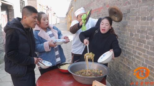 短剧:食堂打饭每人限两勺,谁料大厨却来捣乱,套路太深了