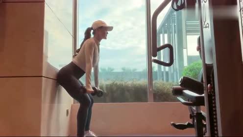 我老婆每次健身都要练这个,我也不知道标不标准,你们说呢?