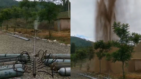 水井喷出十几米泥喷泉,引网友围观猜测:难道是地狱的咆哮?