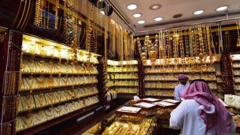 迪拜的黄金市场,黄金琳琅满目论斤卖,如同菜市场!