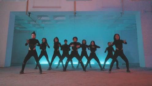韩风少女天使团的黑暗风舞蹈演示,眼神和身材,全都不一般!